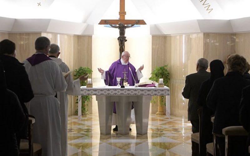 Папата: Крстот е знак на Божјата љубов