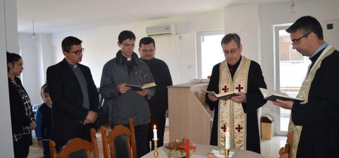 Струмица: Епископот Стојанов освети стан за парохиски потреби