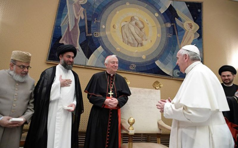 Папата се сретна со делегација на муслимански водачи од Велика Британија