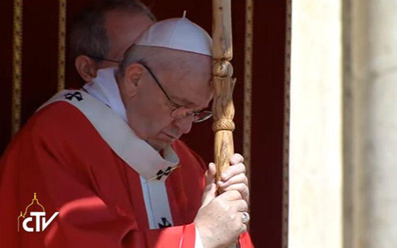 Папата се моли за жртвите од нападот во Египет