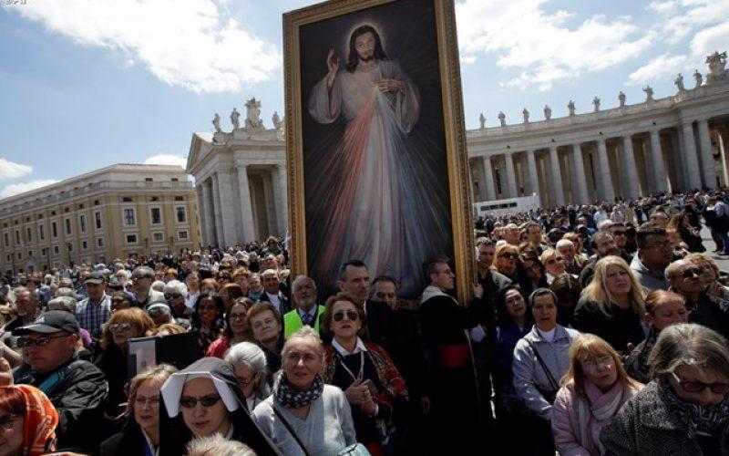 Папата: Милосрдието е клучот за живот со вера