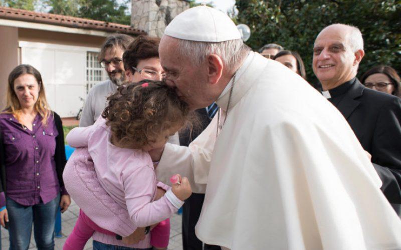 Папата ги поздрави малите пациенти во Џенова