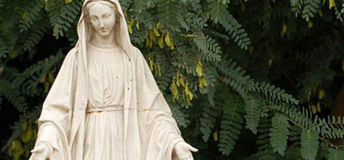 Месец мај – Марија Царица на мајчинството