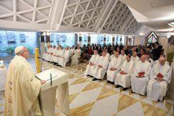 Папата: Црквата да ги слуша немирите на човечкото срце