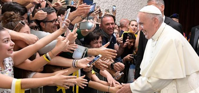 Папата: Треба да ја надминеме културата на уништување