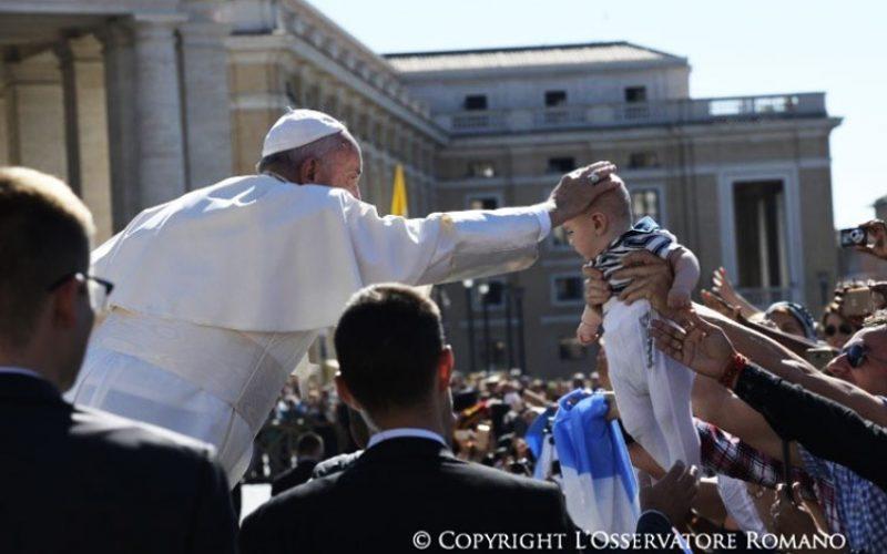 Папата: Бог го познава секој од нас по име