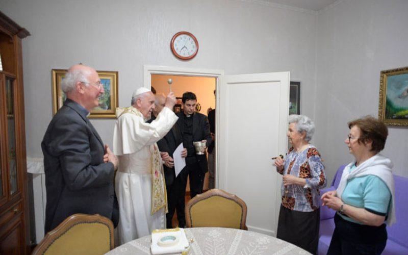 Папата ги изненади жителите на Остија