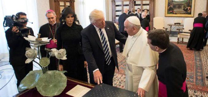 Папата се сретна со претседателот Трамп