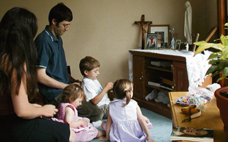 Зошто е важно да се моли Света Бројаница во семејството?