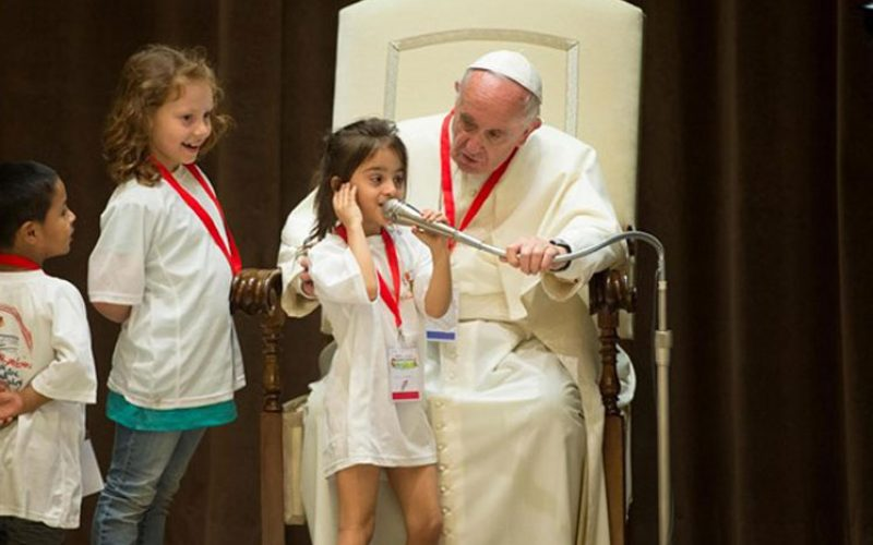 Децата од општините од Италија погодени од земјотресот го посетија Папата