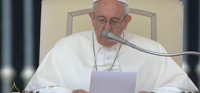 """Папата: Мигрантите не се случај за """"размислување на маса"""""""