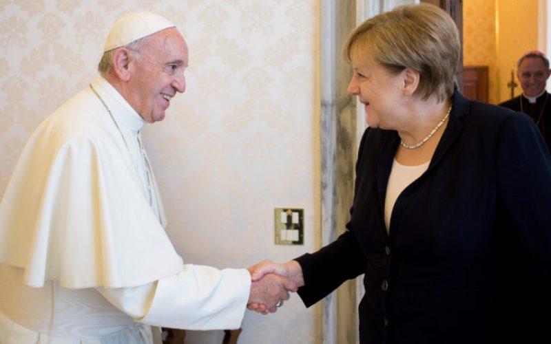 Папата се сретна со Ангела Меркел