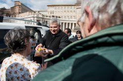 Папскиот делител на милостина го отстапил станот на бегалци