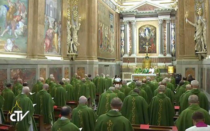 Папата: Стани, погледни и надевај се