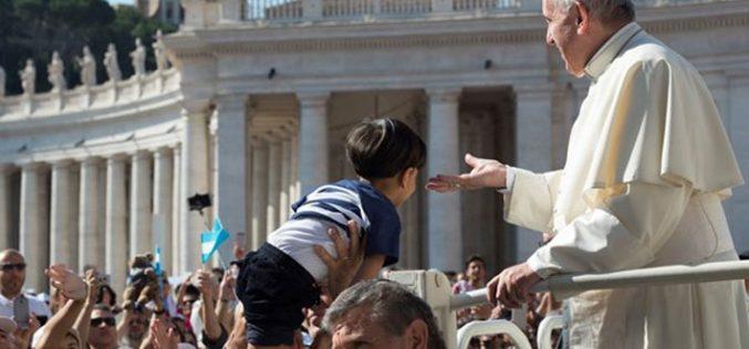 Папата Фрањо: Самоубијците атентатори не се маченици
