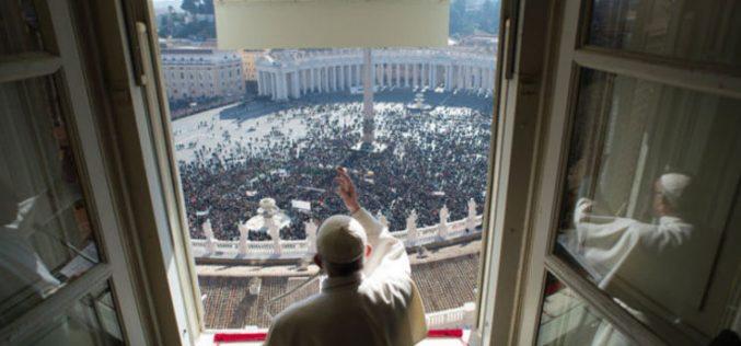Папата: Исусовиот ученик не смее да има двојно срце