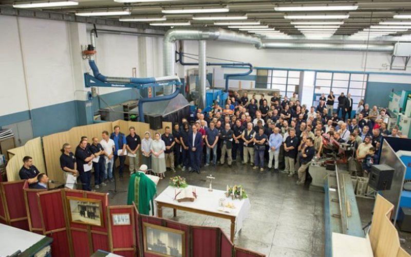 Папата служеше Литургија во ватиканскиот индустриски центар