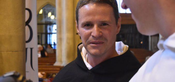 Поранешниот фудбалер на Манчестер Јунајтед ракоположен за свештеник
