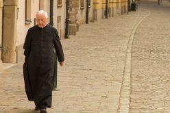 Десет препораки до верниците за односот со нивните свештеници