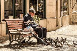 Папата: Дедовците и бабите се важни за општеството и верата