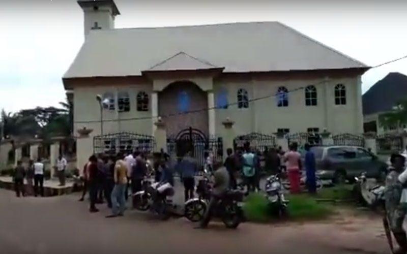 Папата жали за жртвите од нападот на црквата во Нигерија