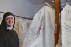 Чесна сестра подарува венчаници