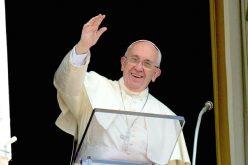 Папата: Нека Марија ни помогне да бидеме свети