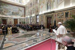 Папата се сретна со парламентарци католици