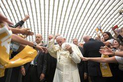 Папата се сретна со членови на заедницата Шалом