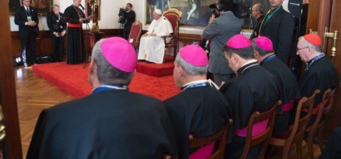 Папата Фрањо се сретна со колумбиските епископи