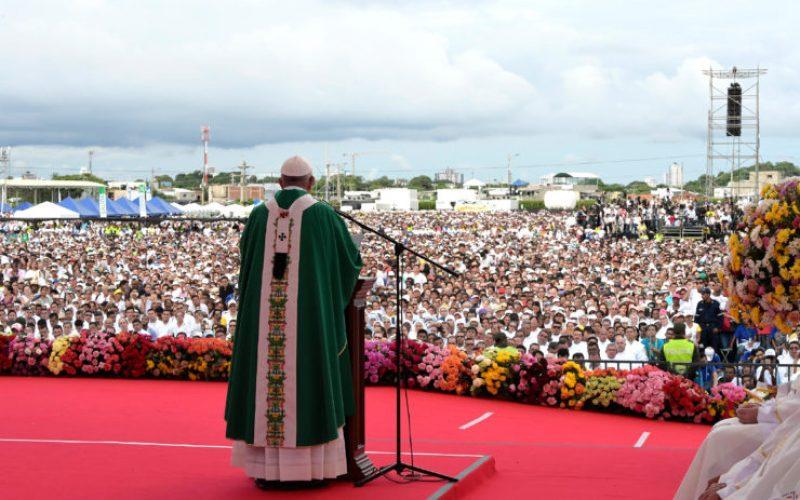 Папата ги повика Колумбијците да се борат против корените на неправдата