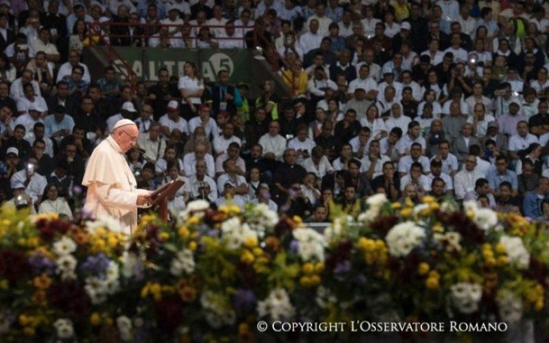 Папата во Меделин се сретна со посветените лица