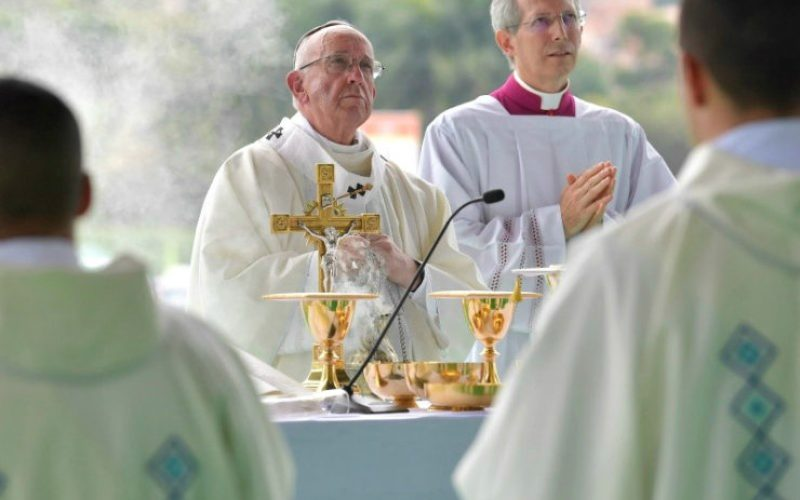 Папата: Црквата е на Бог и во неа има место за сите