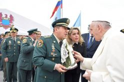 Папата се заблагодари на колумбиската војска и полиција