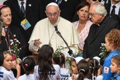 """Папата го посети домот """"Сан Хозе"""" во Меделин"""