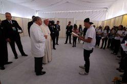 Папата со учениците од фондацијата Scholas Occurrentes