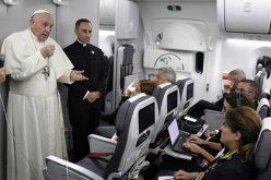 Папата одржа прес-конференција во авионот на враќање од Колумбија