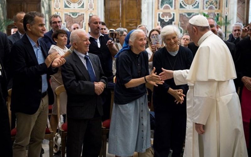 Папата се сретна со циркуските работници