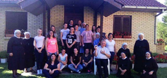 Духовна обнова за девојки во Радово