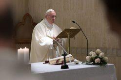 Папата: Грев е да не се молиме за луѓето кои се на власт