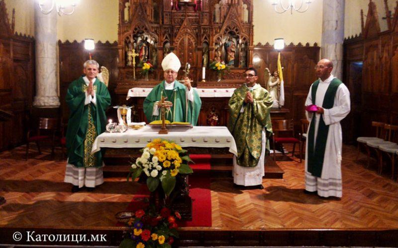 Бискупот Стојанов го воведе во служба новиот парох во Битола