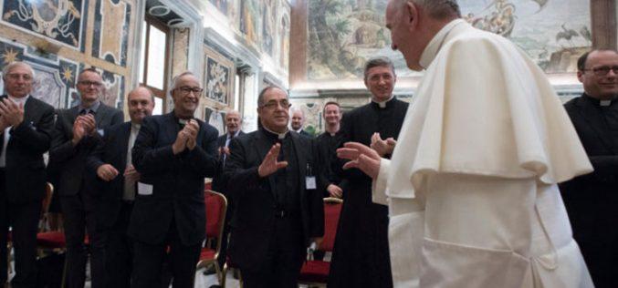 Папата загрижен за ксенофобијата кон мигрантите и бегалците