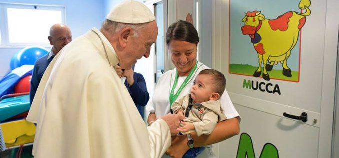 Папата го посети римскиот центар за рехабилитација