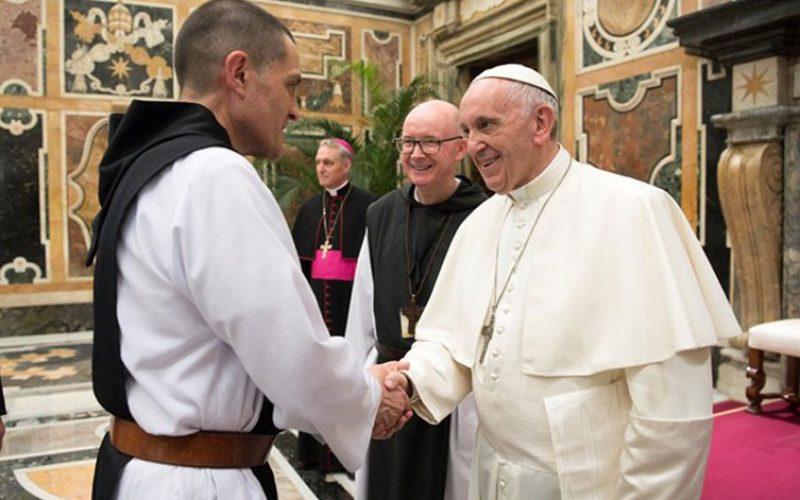 Папата до трапистите: Вашите манастири се привилигирано место на мирот