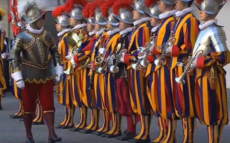 Папата се сретна со членови на две швајцарски фондации