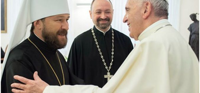 Папата се сретна со рускиот митрополит Иларион