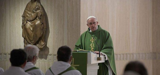 Папата: Не плаши се да ја кажеш вистината за својот живот