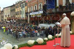 Папата: Со дијалог и соработка до излез од економската криза
