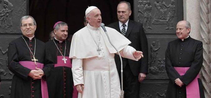 Папата: Повторно откријте ја радоста да се биде свештеник