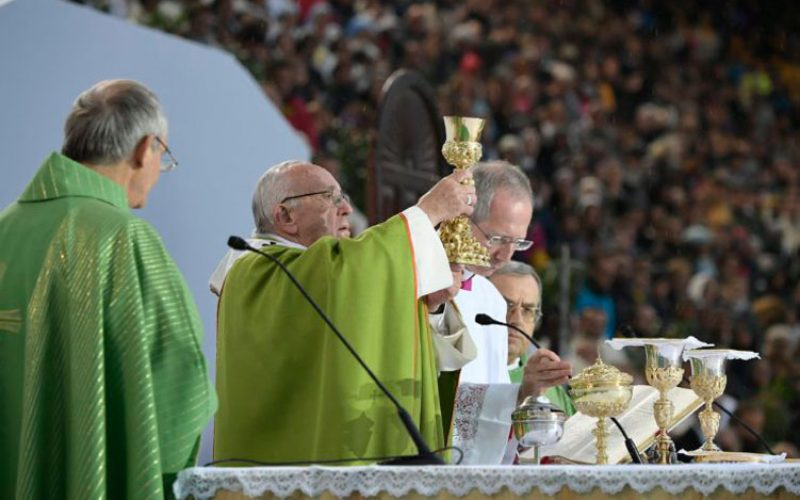 Папата Фрањо: Слово, Леб, сиромаштво